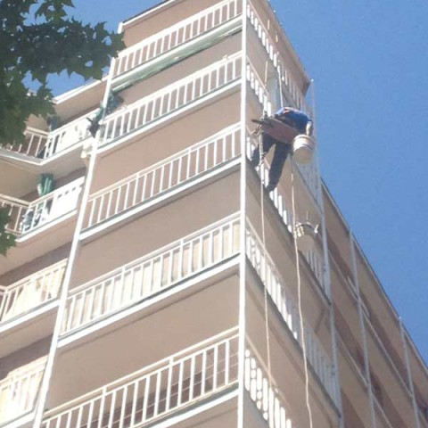 trabajo descuelgue en fachada en madrid